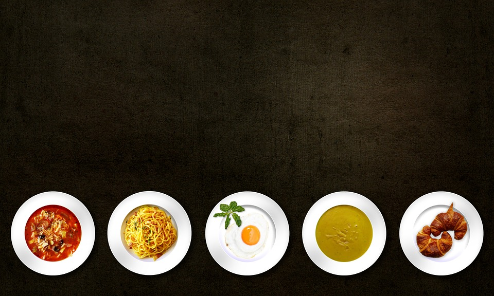tallerkener med mad