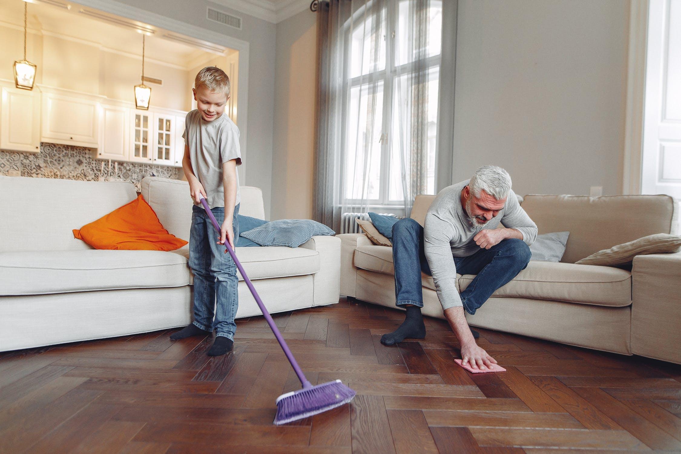 familie gør rent