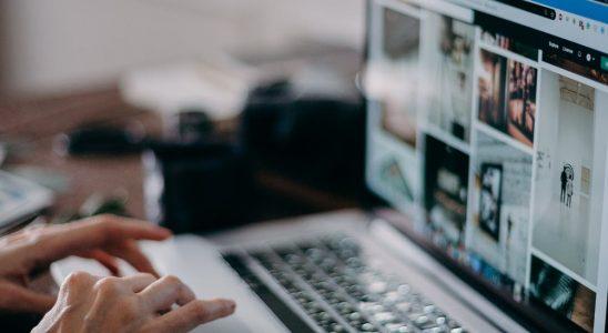 Hænder og laptop