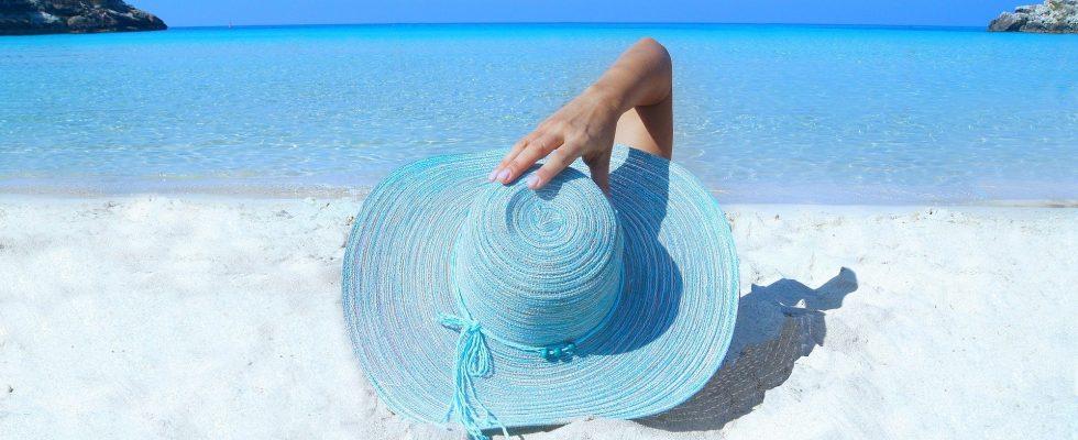 Kvinde ved strand