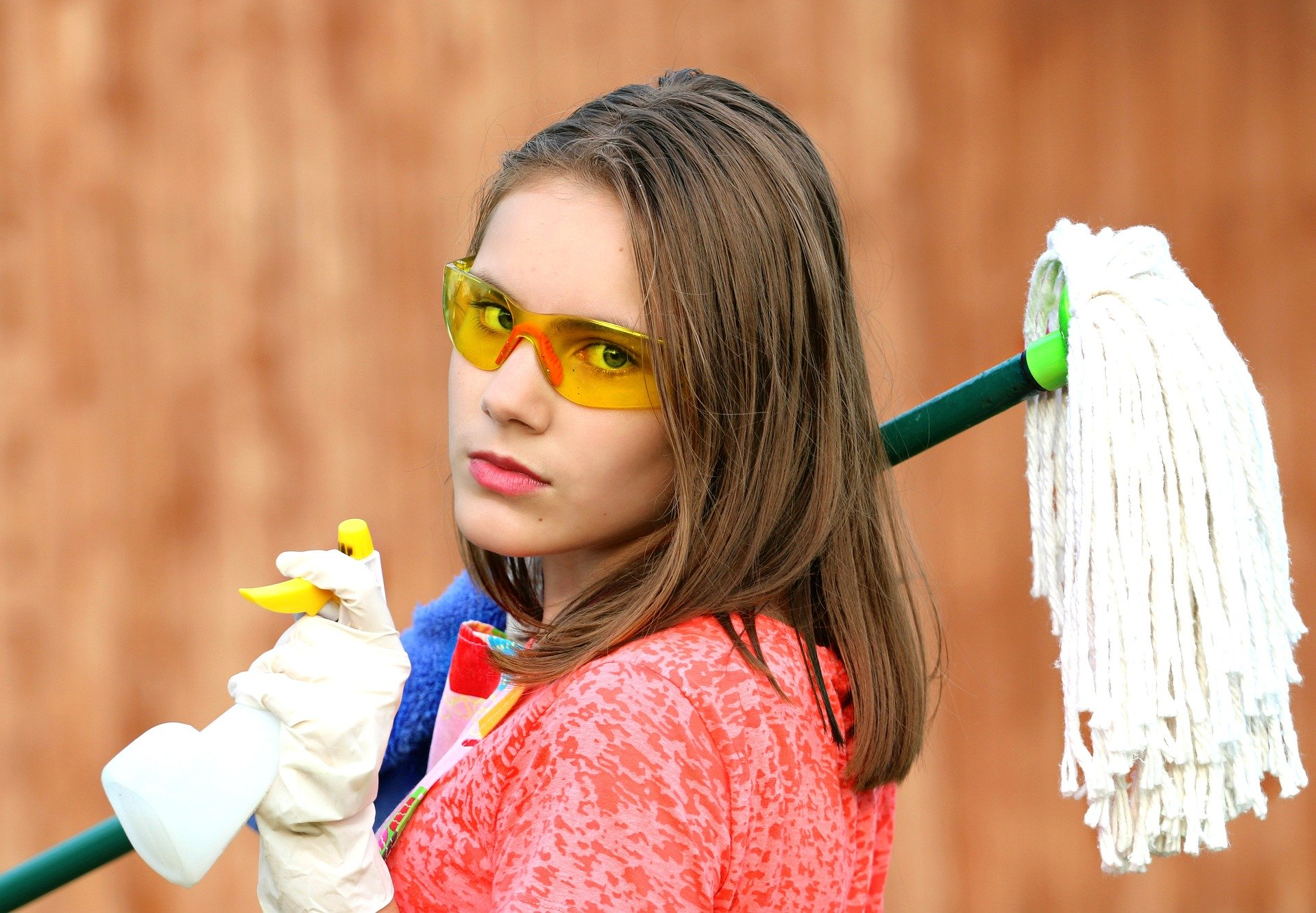 kvindelig rengøringsassistent