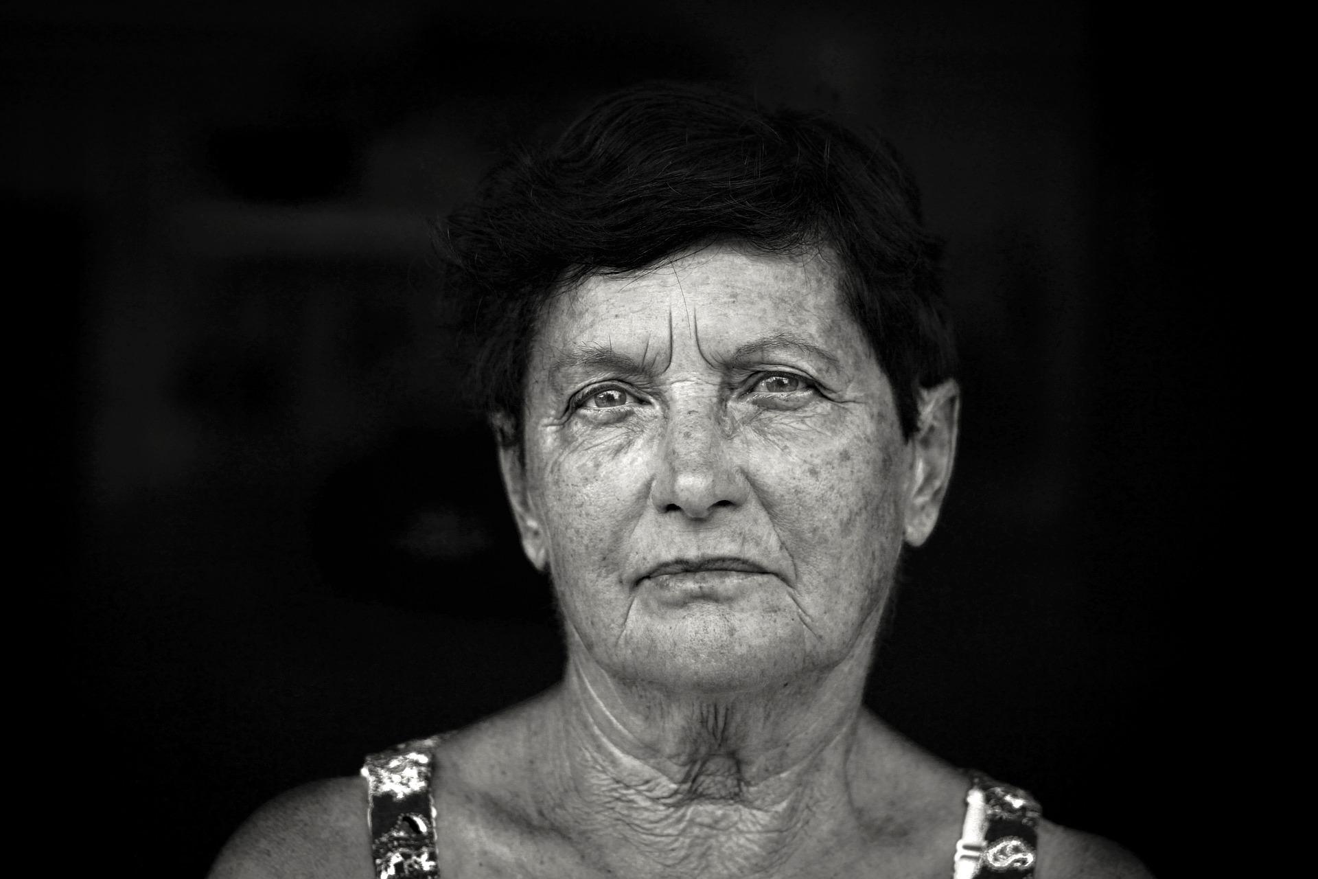 Kvinde portræt i sort og hvid
