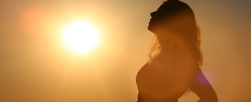 kvinde i sol