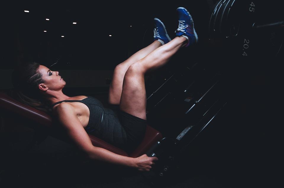 træning kvinde ben