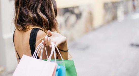 Kvinde med indkøbsposer