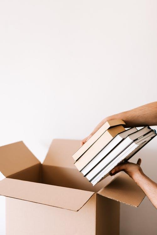 Bøger i kasser